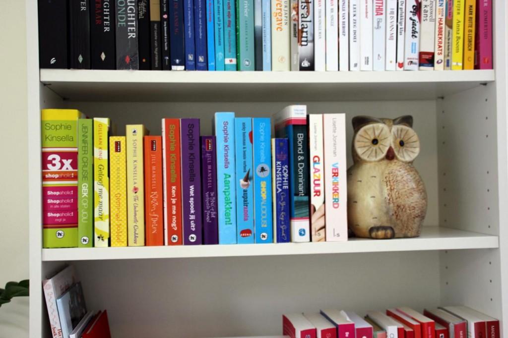 Mijn boekenkast! - Mariekevanwoesik.nl